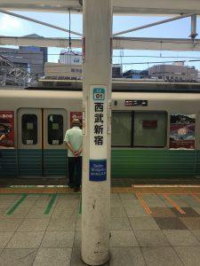 西武新宿駅を降ります
