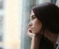 雨の日に髪の毛がぺったんこになるのはなぜ?原因と対策を紹介!