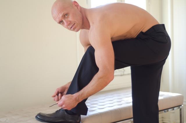 しっかりとした黒ズボンを選んで身だしなみを整えよう