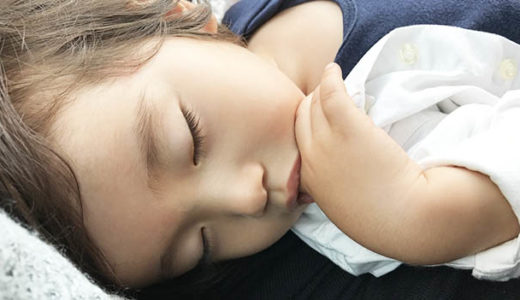 子どもがスムーズにお昼寝するための方法を知りたい!寝かしつけのコツと工夫をご紹介!
